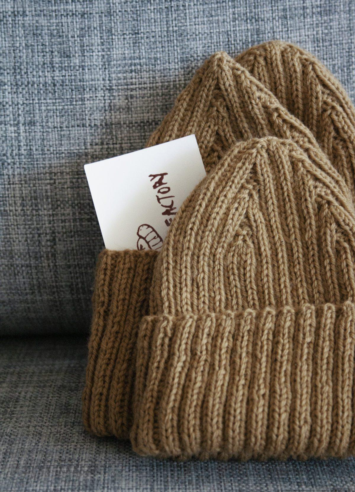 Knit cap, golden