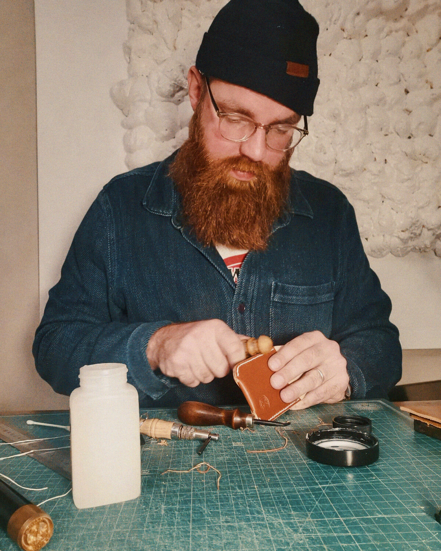 Jonas Malmström doing leathercrafting.